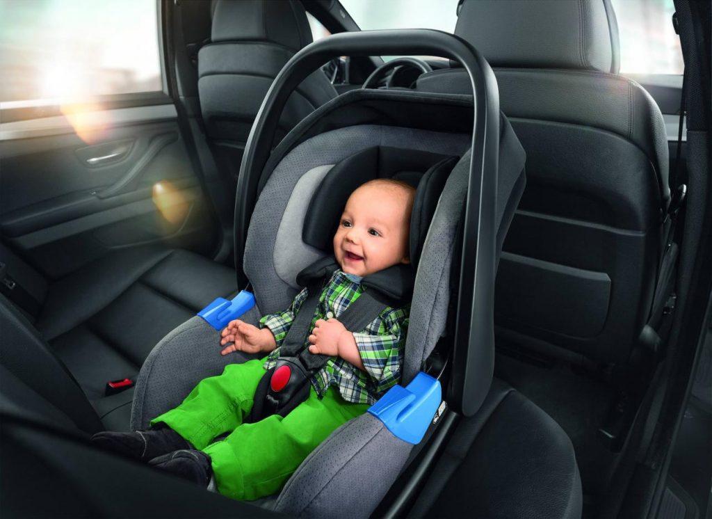 Детское автокресло на переднем сидении: преимущества и недостатки